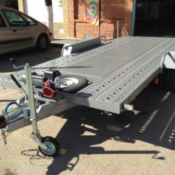 Remolque portavehículos de 3.000 kg