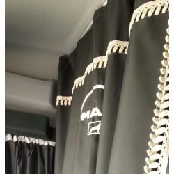 Logotipo bordado para las cortinas